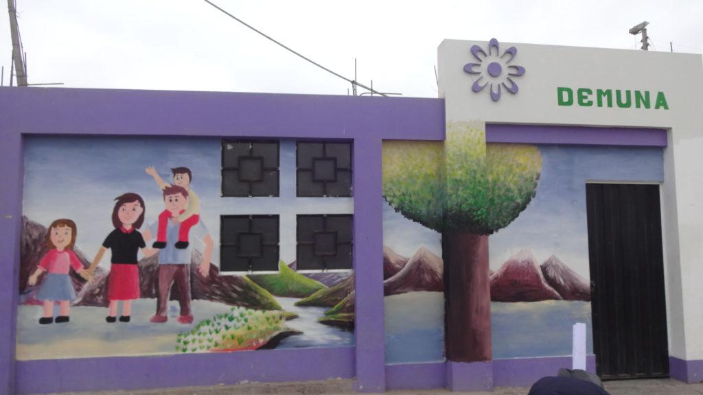 Mural: Crianza con ternura, familia feliz.